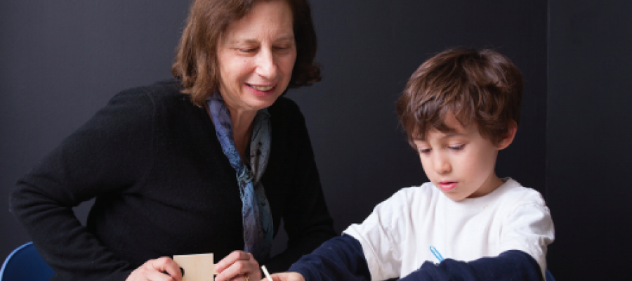 SUSAN LEVINE, SHOWN WITH A YOUNG LEARNER IN HER COGNITIVE DEVELOPMENT LAB, USES INTERVENTION SCIENCE AS PART OF THE NEW SCIENCE OF LEARNING CENTER.